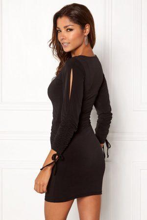 Kort sort kjole