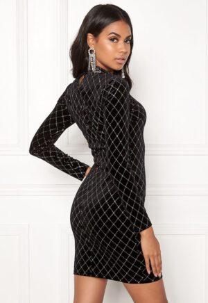 Tight, glansfuld kjole i fløjl fra 77thFLEA