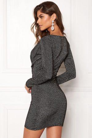 Glitrende langærmet kjole