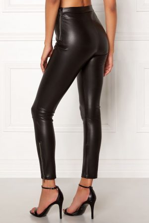 Flotte bukser i imiteret skind fra CHIARA FORTHI.
