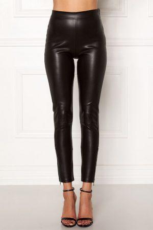 Flotte bukser i imiteret skind
