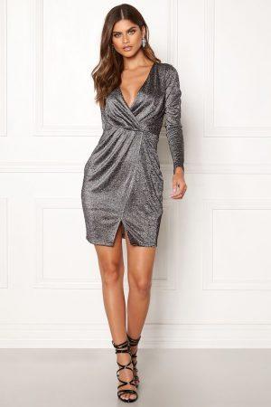 Flot kjole med glitrende sølvtråde i kjolen
